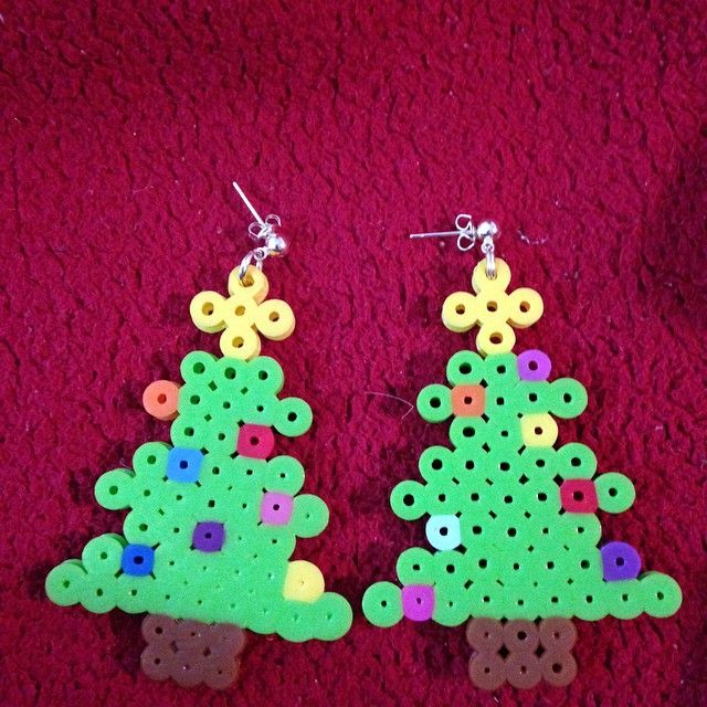 Christmas tree earrings perler beads by excilda.is.me