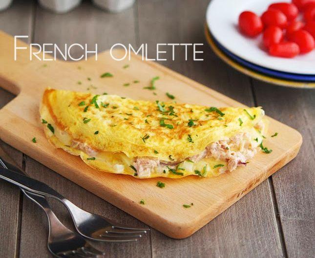 Яйца – 2шт Масло сливочное – 80гр Соль, перец – по вкусу.положить в центр омлета любую начинку – слабосолёная семга, подготовленный шпинат, разнообразные сыры, грибы