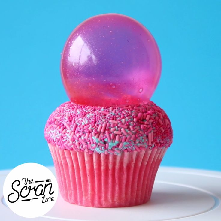Pretty bright colours, gloss and electricity are the theme with these bubblegum cupcakes! And they have a surprise bubblegum goo
