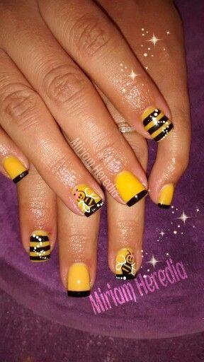Bee nails!!