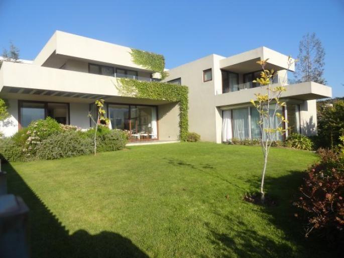 .Estupenda casa mediterránea en condominio Informe de Engel & Völkers | T-1420472 - ( Chile, Región Metropolitana de Santiago, Lo Barnechea, Golf De Manquehue )