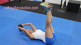 No necesitas usar una pesa. Puedes colocar tus piernas contra la pared para mantenerlas rectas.