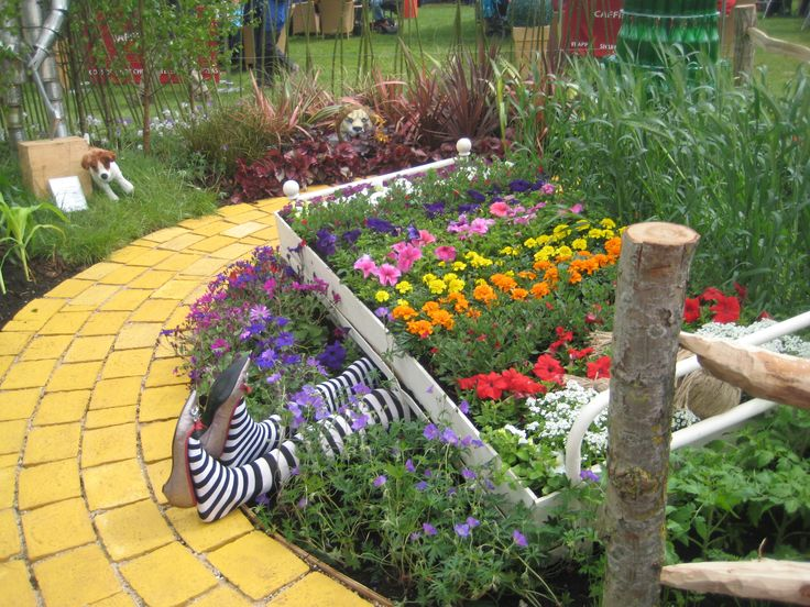 pure fun - wizard of oz themed garden