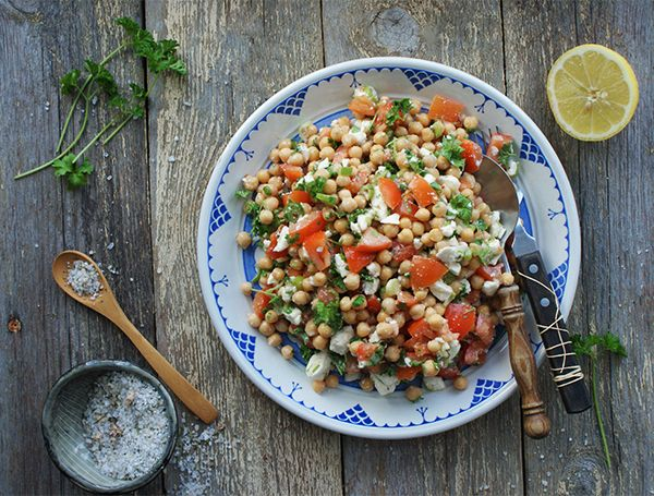Kikærtesalat---Foto-Samantha-Fotheringham