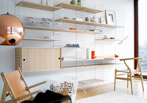 string® system - shelves and workdesk in oak, wall- and floor panels in white, magazine shelf in white