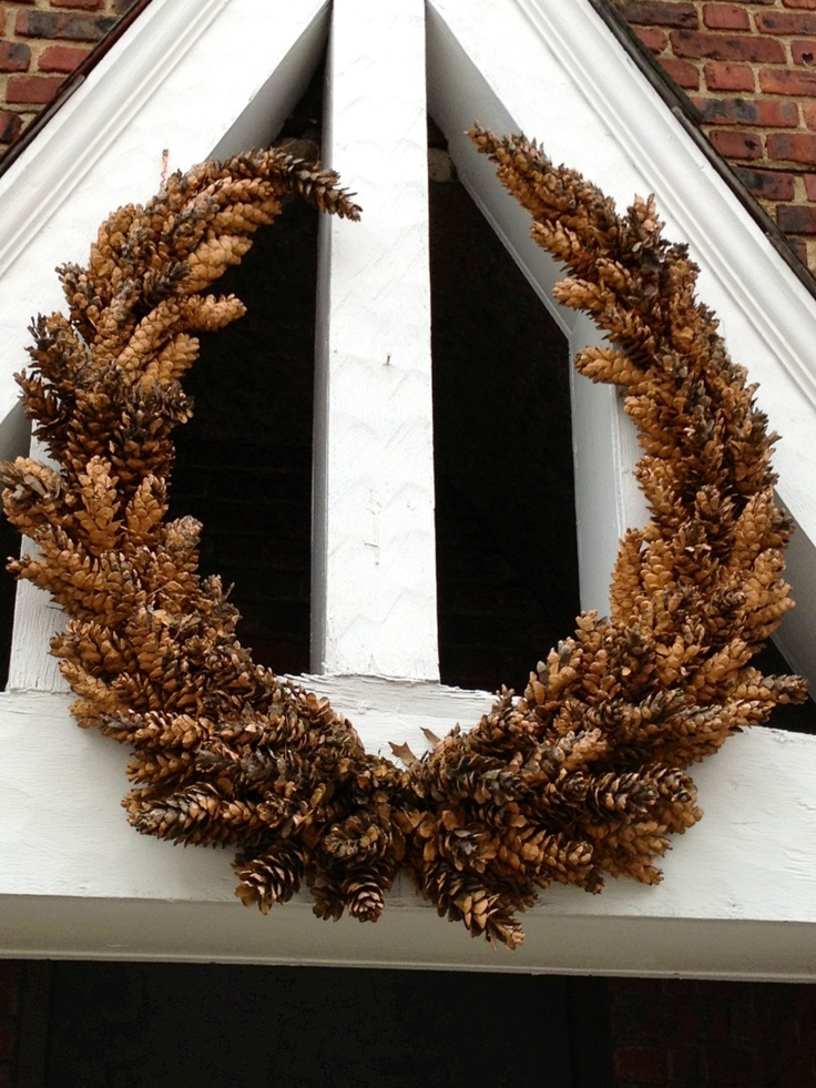 pinecone wreath::: amazing!! Would be perfect for a barn ;)