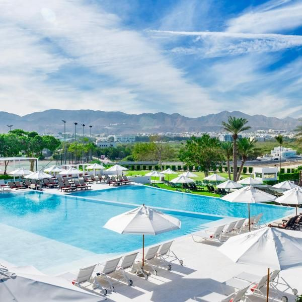 Crowne Plaza Muscat Overlooking The Gulf Of Oman Crowne Plaza Muscat Features A Private Bay A Sauna And 2 Outdoor Pools Hotel Junayz Al Janubi Hot Aussenpool