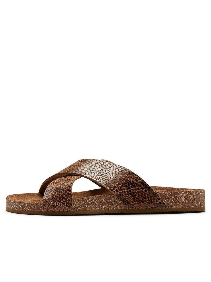 Selected Femme - Lederriemen - Schlangenhaut-Look - Mittelsohle aus Kork - Gummisohle. Eine bequeme und stylische Sandale. Perfekt für deine Sommer-Trips am Strand, das Sonntagsshopping oder an wirklich heißen Tagen. Trage sie mit einem langen, körperbetonenden Sommerkleid.   100% Obermaterial Rindleder, 100% EVA-Sohle...