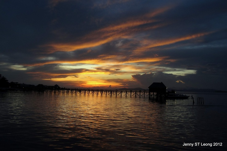 @ Mabul Island, Sabah, Malaysia (Apr 2012). The beautiful colours that greeted us as we started our night dive...