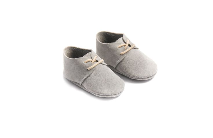 The most popular shoe in daddy's wardrobe is now available in a baby version. These grey suede baby shoes are ideal to create a mini-me look. We have two other color options to satisfy every taste!