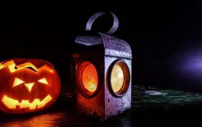 Lanterna magica per Halloween: come realizzarla - Scopri come realizzare una lanterna magica per Halloween, per creare una spaventosa atmosfera durante la notte degli spiriti!