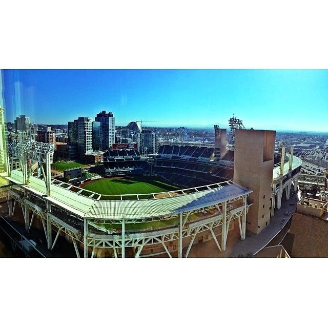 """@creignakano's photo: """"Can't complain about the hotel view. San Diego is classy as always. #sfgiants2ndhome #omni #20thfloor #baseball #padres #sandiego #SD #gogiants #mlb #omnihotel #nlwest #petco #petcopark #downtownSD #gaslamp #gaslampdistrict #socal"""""""