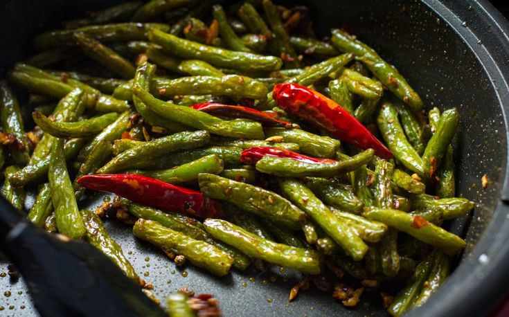 Sichuan Style Stir-fried String Bean recipe step by step, image by taotieh.com