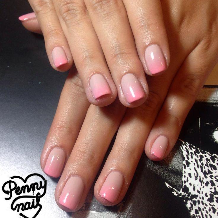 Esmaltado semipermanente nude con puntas esfumadas en salmón neón #nailart #nails #gelnails Reservá tu turno al 1558135282 #designails #ombre #ombrenails #nudenails