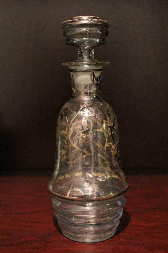 Antica e meravigliosa bottiglia porta liquore , decorata in argento misura h 22 cm e diametro cm 9 anni 1940  decorata a mano in argento