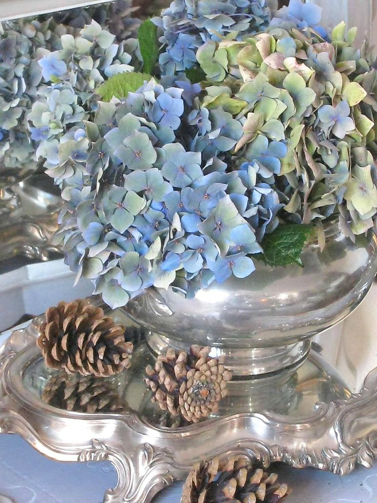 75 best bleu nordique images on pinterest beautiful flowers console and console tables. Black Bedroom Furniture Sets. Home Design Ideas