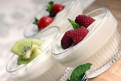 Homemade yogurt is on the top of my list to learn to make. This coconut milk yogurt recipe looks yummy and healthy.