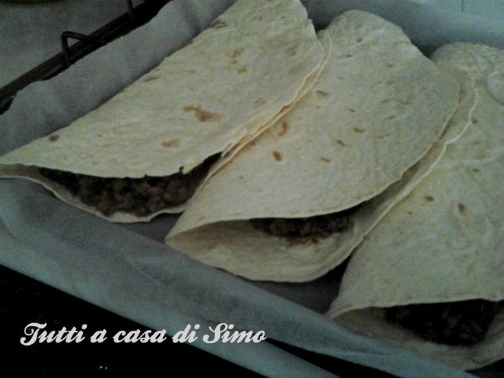Tacos con carne e salsa di fagioli