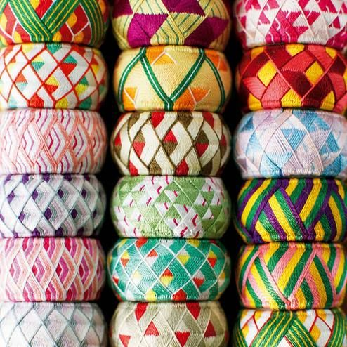 加賀友禅の余り糸から生まれた、小さな伝統工芸。|日本の四季を絹糸で描く 華やか加賀ゆびぬきの会
