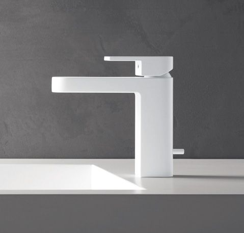 Aesthetically, the shape of each Mare component looks like a prism on an oval base. This leads to the creation of long, curved lines resulting in a unique design. #fantini #fratellifantini #fantinirubinetti #design #bathroom #bagno #rubinetto #faucet #faucets #homeideas #luxurydesign #luxury
