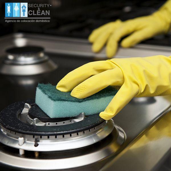 Para recuperar el tono de color de las parrillas puedes frotar un limón, dejar reposar por un día y después lavar con una fibra ¡Notarás un cambio considerable!