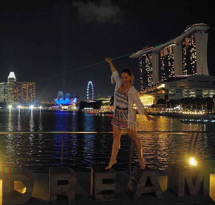 If you can dream it, you can do it - Walt Disney ✨🌏👣 #dream #youcandoit #dontgiveup #followyourdreams #justdoit #singapore #night #nightview #marinabaysands #nightphotography #inspiration #motivation #travel #beautifuldestinations #lpfanphoto #30xthirty #wearetravelgirls #travelblogger #travelblog #fitmotivation #fitgirl #healthychoices #podróże #wanderlust #instatravel #journey #adventure #dreambig #travelphoto #nightlife