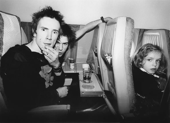 Bob Gruen Johnny Rotten and Sid Vicious. On Plane. Europe (1977)