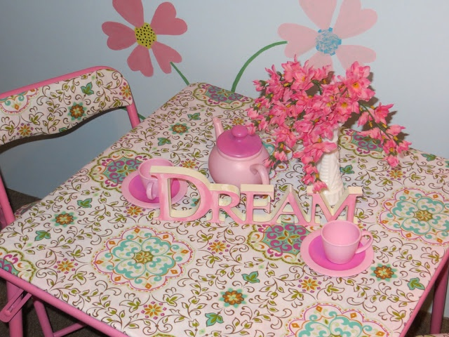 Children's Play Table Makeover #makeover #diy