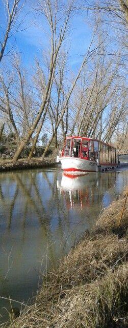 Barco por el canal de castilla.... medina de rioseco (valladolid) ESPAÑA.