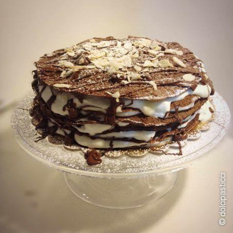 Torta di crepes al cacao con crema diplomatica, senza glutine
