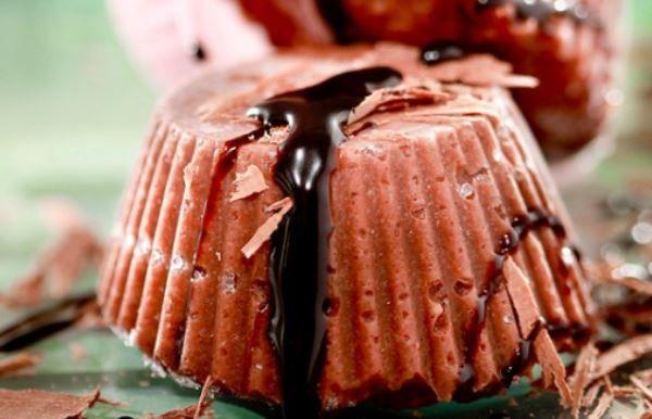 Σοκολατένιος χαλβάς σεμιφρέντο. Ένα διαφορετικός αλλά πεντανόστιμος χαλβάς, δροσερός και σοκολατένιος, σκέτη απόλαυση. Μια συνταγή (από εδώ) εύκολη στη παρ