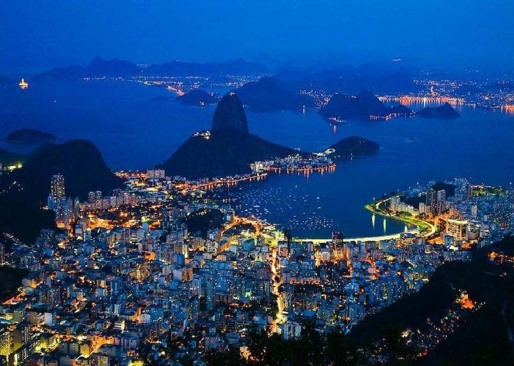 Валюта Бразильские деньги - Реал. если у вас залежалась мелочь в кармане оставьте ее, для не больших покупок, вещей. Крупных купюр в Бразилии больше, чем маленьких. Крупную валюту используйте исключительно в ресторанах, отелях, там вам их обязательно разменяют! Бразильское такси очень наглое, так что всегда заранее готовь сумму для поездки в такси Обмен валюты В городе свободно можно