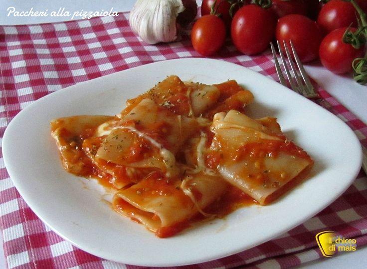 Paccheri alla pizzaiola (ricetta semplice). Ricetta della pasta alla pizzaiola: paccheri con pomodoro e mozzarella filante ricetta facile e vegetariana