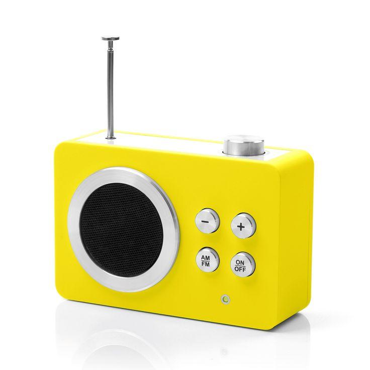 Radio Mini Dolmen - Jaune - Lexon - Une mini radio déjà culte dans le monde du design et de l'objet vintage !  Avec ses gros boutons ronds et sa petite taille, cette jolie radio au look vintage se glissera dans le moindre recoin de votre maison: salle de bains, cuisine, chambre et salon, elle s'installera partout ! Facile d'utilisation, cette jolie petite radio AM-FM avec volume électronique possède un amplificateur MP3 et une antenne télescopique.