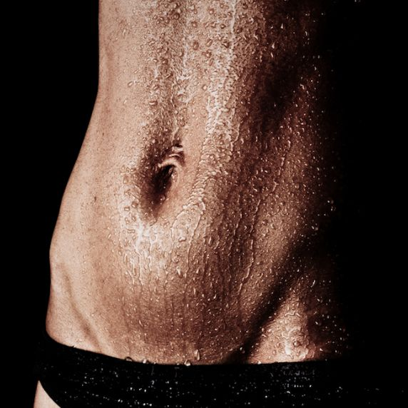 Sculpting your abs into six-pack shape doesn't have to be a dream. Follow this sequence of science-backed moved and chisel your waist into washboard shape without doing a single sit-up!