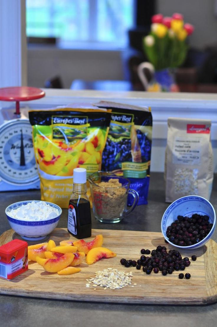peaches, blueberries, crumble, easy recipe, fresh, summer, frozen fruit, oatmeal, cinnamon, vanilla, crumble recipe, Katja Wulfers, Around The Table