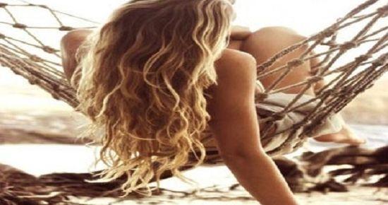 Τι πρέπει να κάνετε στα μαλλιά σας μετά τη θάλασσα???
