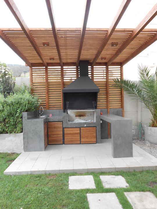Cool outdoor kitchen. Like the ceiling, only without the tines. Only the pattern of the wood as a roof or pergola. – Robby Gieringer
