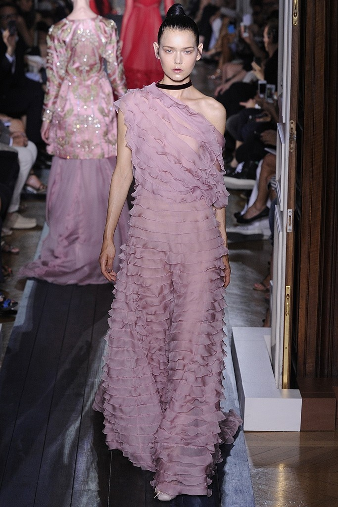 Valentino Fall Couture 2012Valentino Fall, Cours Valentino, Courses Valentino, Valentino Dreams, Fall Couture, Couture 2012, Runway, Haute Couture