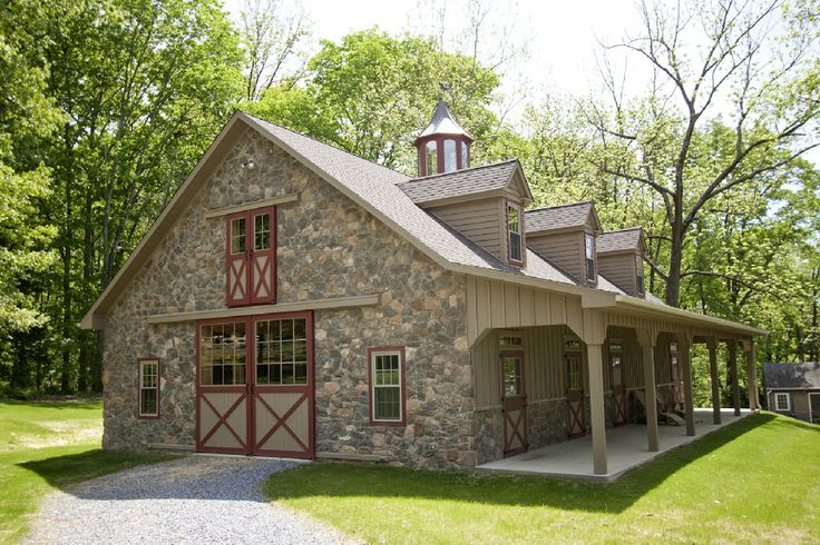 Private Farm      New Hope, Pennsylvania      5 King deluxe horse stalls, wash stall, 12x15 tack room, feed room.