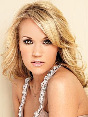 Carrie Underwood is so stinkin' gorgeous. I just want her hair and makeup. Those eyelashes and especially nude lipstick yes!!