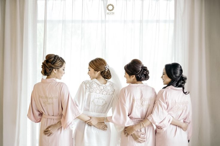 Plan with me  Stand with me Cry with me Laugh with me Will you be my maid of honor . Courtesy of @unicorn_889 Wedding Day Location Grand Hyatt, Yogyakarta . . Photograph by @alvinfauzie Make Up by @adelemakeup Wedding Organizer by @prajnawedding . Check our website for the other photos at www.alvinphotography.co.id