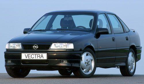 El Opel Vectra cumple 25 años. A la venta a partir de otoño de 1988 en sustitución del Ascona, el Vectra, con carrocerías de cuatro y cinco puertas, sumó más de 2,5 millones de ventas en Europa hasta 1996. Fue el primer Opel disponible con tracción a las cuatro ruedas.