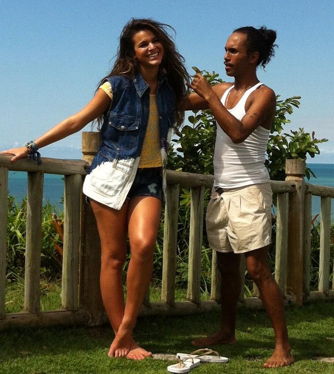 Com pernas de fora, Bruna Marquezine fotografa campanha de moda na Bahia - http://colunas.revistaepoca.globo.com/brunoastuto/2013/05/29/com-pernas-de-fora-bruna-marquezine-fotografa-campanha-de-moda-na-bahia/ (Foto: Neymar)