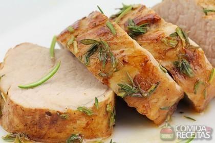 Receita de Assado de lombo suíno com pimenta e ervas em receitas de carnes, veja essa e outras receitas aqui!
