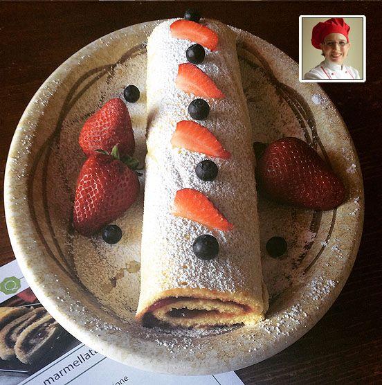 Rotolo alla marmellata di ciliegie ROTOLO ALLA MARMELLATA DI CILIEGIE Difficoltà: facile Cottura: 10minuti Preparazione:40 minuti Costo:basso Ingredien