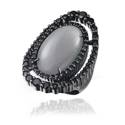Anel em prata 925 com banho de ródio negro, 70 espinélios e 1 pedra da lua - Coleção Sideral Prata