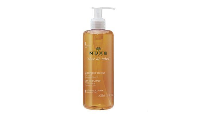 Resenha: Shampoo Reve de Miel, Nuxe Na quarta-feira falei sobre produtos mais baratos para cabelos. Hoje vou falar de um mais caro, mas que vale cada centavo: o shampoo de mel da Nuxe. https://goo.gl/10BgF0