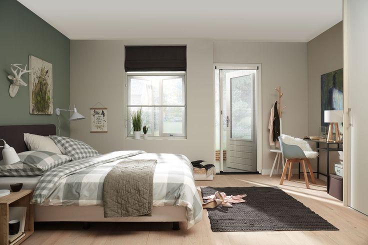Slaap je ook liever met een raam open maar heb je een hekel aan de muggen die je s'nachts komen opzoeken? Dan is een hor in de slaapkamer misschien wel een goede oplossing :)