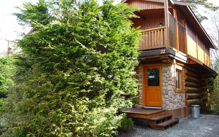 Cabin 22 | Crystal Cove Beach Resort This 2 story cabin is great for a gathering of friends or family.  It has 2 bedrooms, one with a queen bed and one with a king bed, plus a sitting room with a queen hide-a-bed and a second hide-a-bed in the living room.